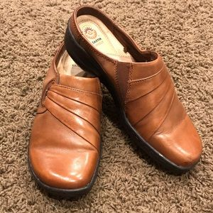 EARTH SPIRIT Women's Brown Leather Clogs